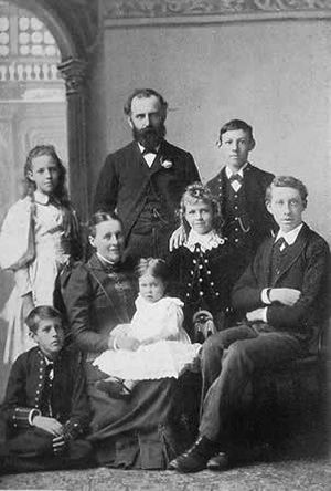 W. T. Stead - Stead with his family.