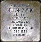 Stolperstein für Stefan Zweig am Kapuzinerberg 5, Salzburg. (Quelle: Wikimedia)