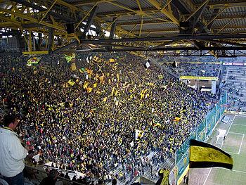 Fans af borussia dortmund på hjemmebanen westfalenstadion