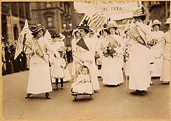 Suffrage parade-New York City-May 6 1912.jpg