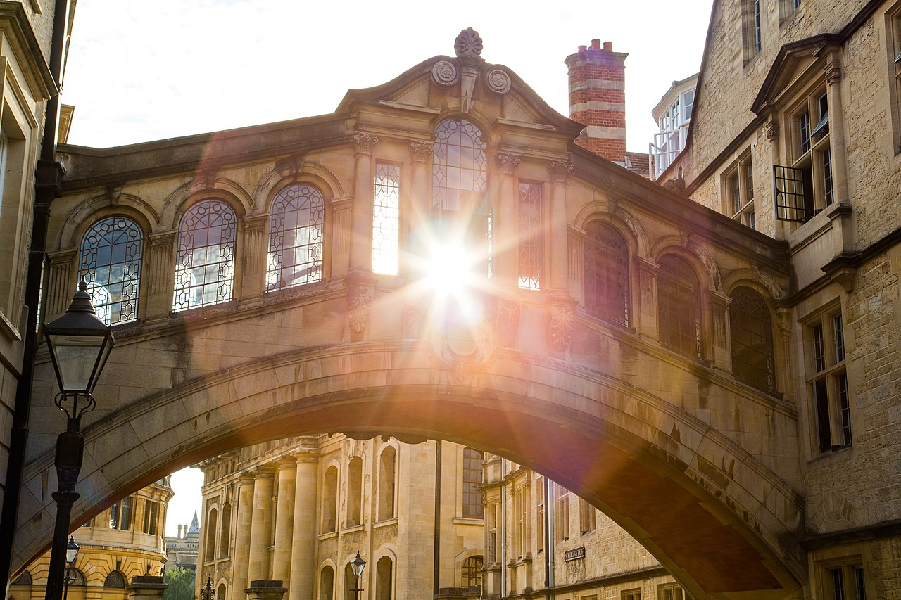 File:Sunset through the Bridge of Sighs, Oxford.jpg - Wikimedia Commons