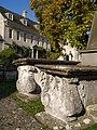 Table tombs and Hazelbury House, Painswick - geograph.org.uk - 592589.jpg