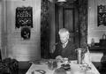 Teófilo Braga, na sala de refeições de sua residência, 1910.png