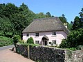 Thatched cottage - geograph.org.uk - 384994.jpg