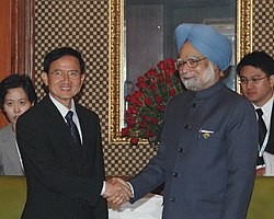 The Prime Minister of Thailand, Mr. Somchai Wangsawat meeting the Prime Minister, Dr. Manmohan Singh, in New Delhi on November 13, 2008 (cropped)