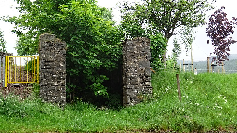 File:The old hearse hoose ruins, Gateside Road, Crawfordjohn, South Lanarkshire.jpg