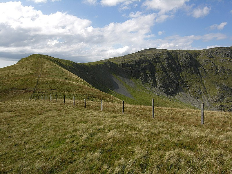 File:The ridge east of Drws Bach - geograph.org.uk - 547316.jpg