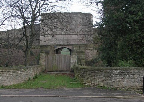 Tickhill Castle - geograph.org.uk - 297181 cropped
