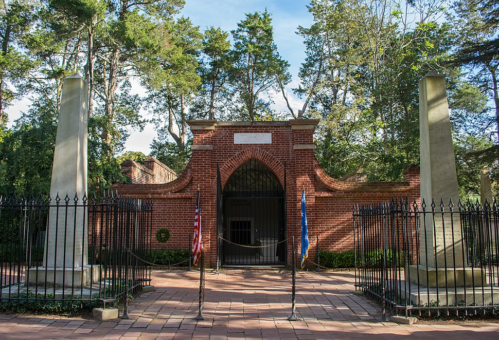 Tomb of George Washington - wide - Mount Vernon