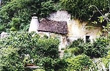 Troglodyte home (hobbit hole) Troo Loir et Cher.jpg