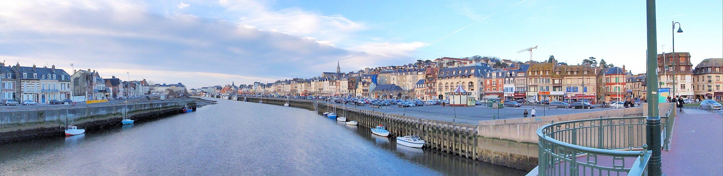 Port de Trouville-sur-Mer dans le Calvados (Basse-Normandie, France).