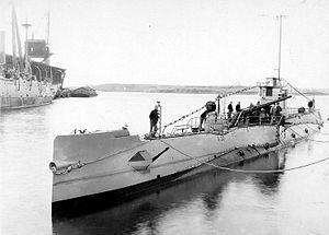 USS S-22 at Portsmouth Navy Yard, 21 November 1929