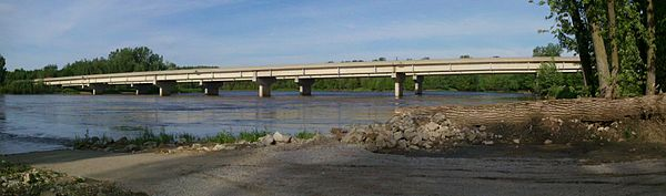 US 65 crosses the Des Moines River south of Pleasant Hill US 65 at Des Moines River.jpg