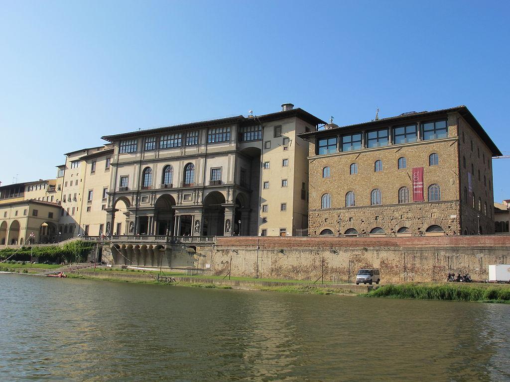 Uffizi e Palazzo Castellani (Museo Galileo), visti dal fiume