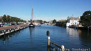 Hellevoetsluis - Image: Uitzicht vanaf brug op haven 2