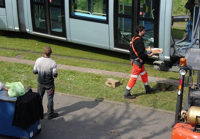 Valenciennes & Anzin - Déraillement de la rame de tramway n° 17 à la sortie du dépôt de Saint-Waast le 11 avril 2014 (047).JPG