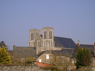 Candé - The church and the old town