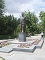 Viktor Hambardzumyan statue, Yerevan 05.jpg