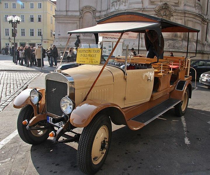 File:Vintage truck in Prague.jpg