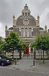 voorgevel van de voormalige synagoge te deventer; in de geveltop staan de tien geboden in het hebreeuws - deventer - 20337911 - rce