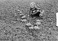 Voorjaar meisje temidden van sneeuwklokjes, Bestanddeelnr 904-4375.jpg