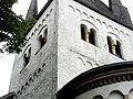 Waldlaubersheim (Rheinland-Pfalz)-Kirchturm von Südosten - Obergeschoss mit Rundbogenfries und Biforien (eingestellte Rundsäulen)-29062014.JPG