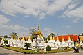 Wat Chedi Sao Lang (29671137820).jpg