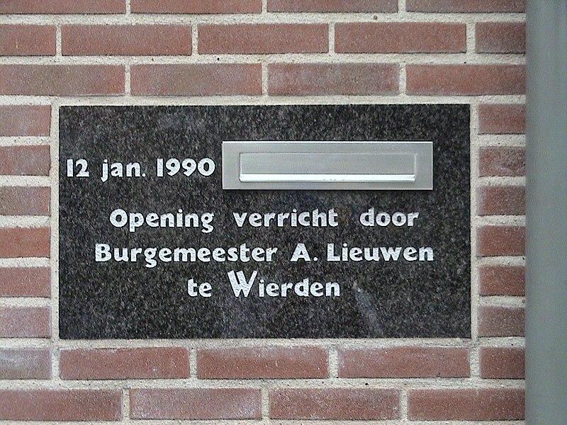 File:Weghorst Makelaardij Wierden 1e steen.jpg