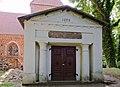 Westenbrügge Kirche Leichenhalle.jpg