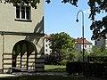 Wien-Breitensee - Gemeindebau Breitenseer Straße 110-112 - Durchgang und Innenhof.jpg