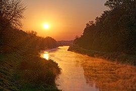 Wschód słońca nad Kanałem Łączańskim w Brzeźnicy, 20211009 0711 3152.jpg