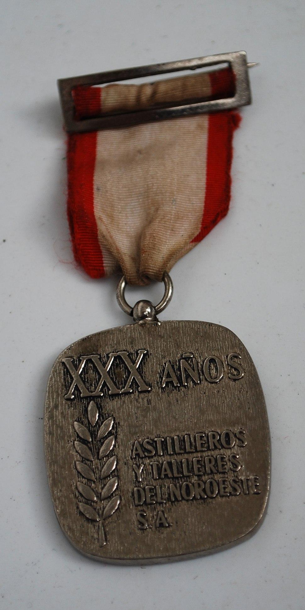 Medalla polos 30 anos traballando en Astano.