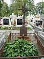 Zabytkowe groby na cmentarzu w Jazgarzewie k. Piaseczna 2.jpg