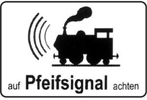 Road signs in Austria - Image: Zusatztafel auf Pfeifsignal achten