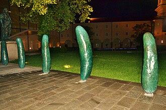 В городе Зальцбурге в 2011 году установлена инсталляция «Огурцы» Эрвина Вурма