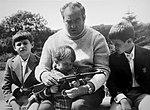 Виктор Георгиевич Куликов с внуками.jpg