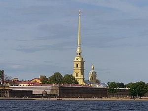 Петропавловская крепость - вид с Дворцового моста.jpg