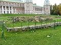 Царицыно. Дворец и фундаменты Большого кавалерского корпуса.jpg