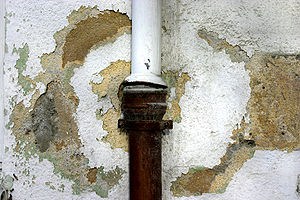 Water damage due to faulty rainwater downpipe
