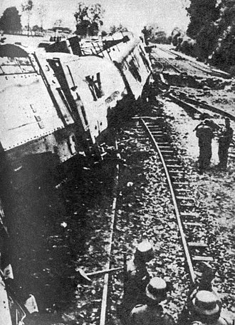 Armoured trains of Poland - Wreck of the Armored Train no 13, surveyed by the Germans, some time after its destruction.