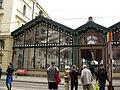 157 Estació Masaryk, façana de vidre a Havlíčkova Ulice.jpg