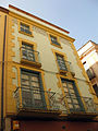 188 Casa Gardella, c. Sant Pere 5, cantonada c. Besalú.jpg