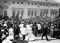 1903. Выход царской четы и членов императорской фамилии.jpg