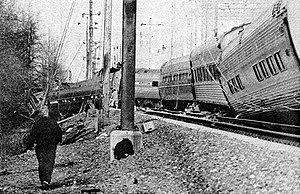 1987 Maryland train collision - The Colonial after the collision. The second car from right is a Heritage Fleet coach; the rest are Amfleets.