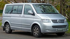 Volkswagen Transporter (T5) - Image: 2004 2010 Volkswagen Multivan TDI van 01