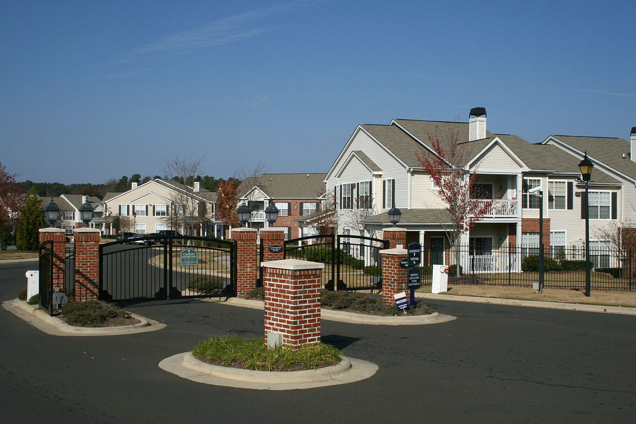 File:2008-11-20 North Pointe Commons front gate.jpg - Wikimedia Commons