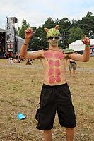 2013 Woodstock 041 arbuzowy człowiek.jpg