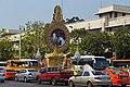 2016 Bangkok, Dystrykt Phra Nakhon, Aleja Ratchadamnoen, Ołtarz z wizerunkiem króla Ramy IX (03).jpg