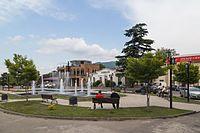 2016 Mccheta, Plac z fontanną (01).jpg