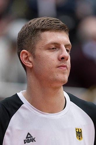 Isaiah Hartenstein - Image: 20171127 FIBA WCQ 2019 AUT GER Isaiah Hartenstein 850 7283